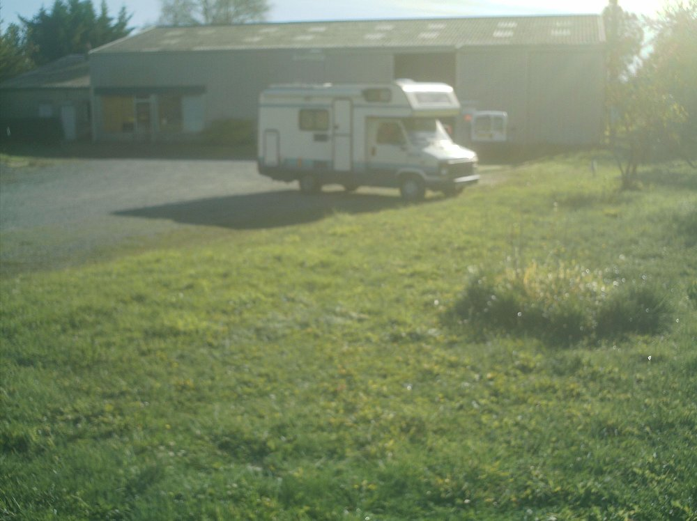 Aire camping-car à Ulmes (49700) - Photo 2